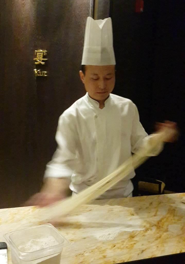 yesempatik-shangri-la-bosphorus-shang-palace-noodle-yapimi-chef