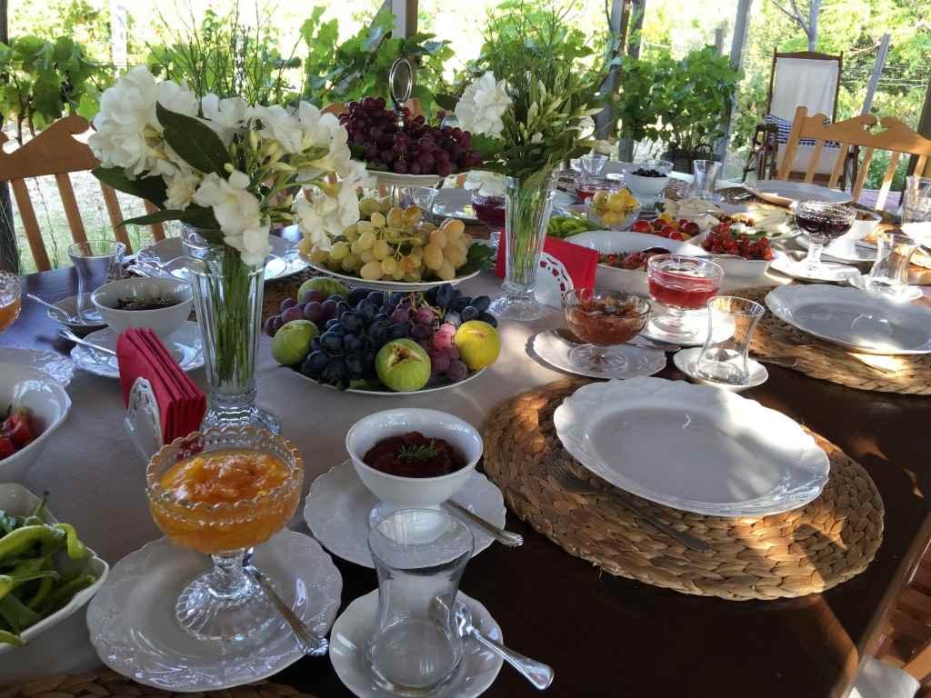 bozcaada-talay-baglari-konukevi-uzum-sarap-otel-recel-kahvalti