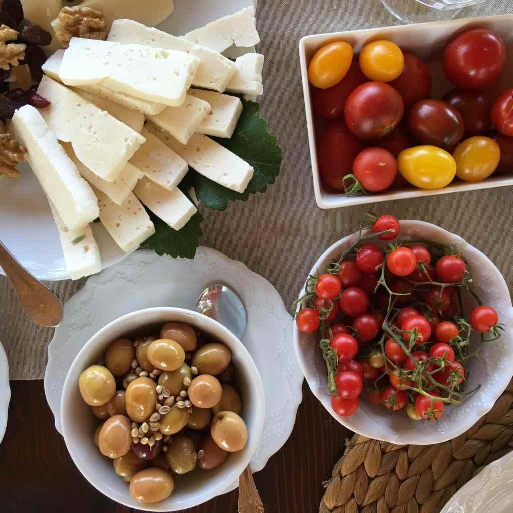 bozcaada-talay-baglari-konukevi-uzum-sarap-otel-kahvalti-domates