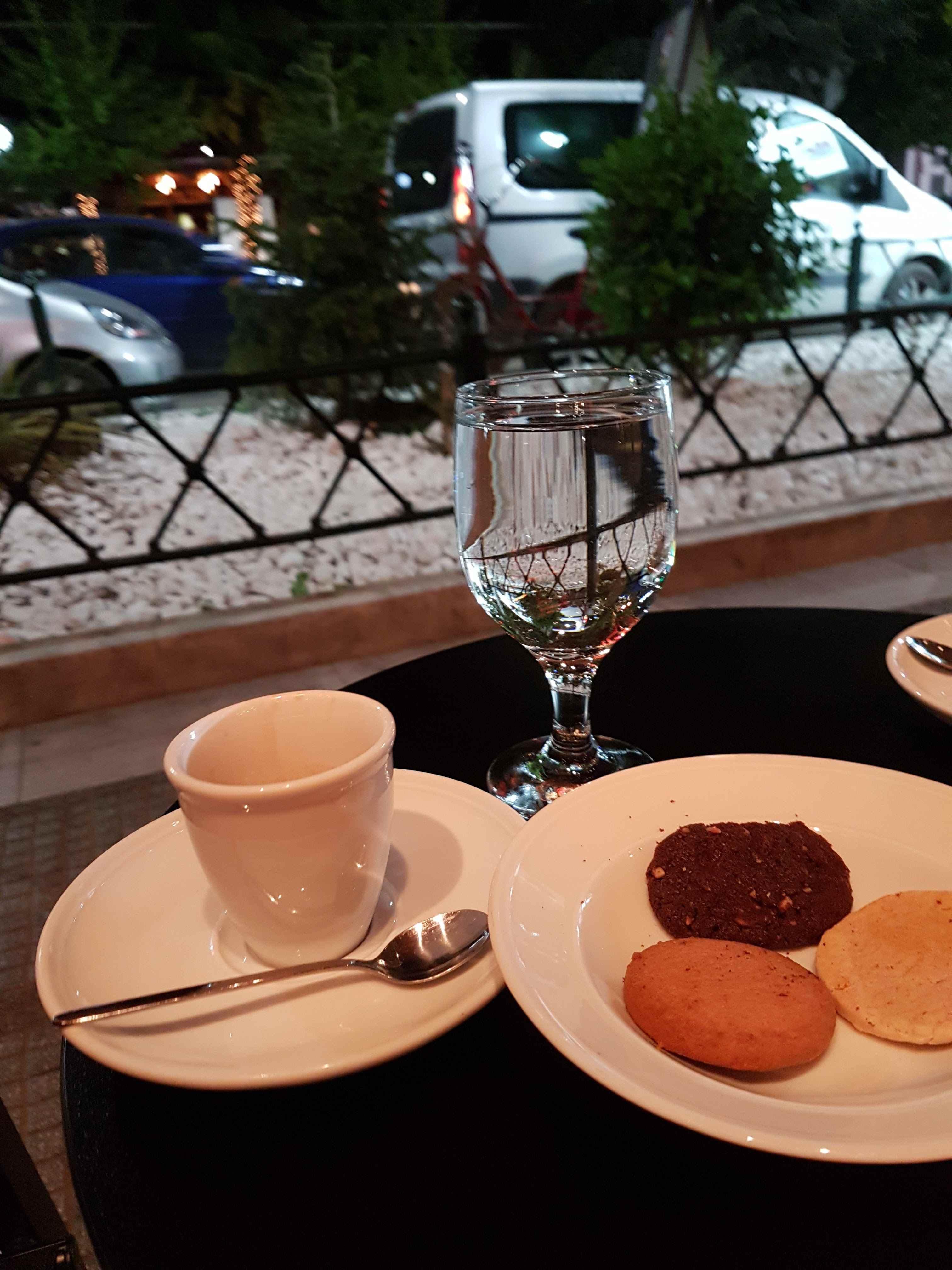 yesempatik-alexandroupoli-mekan-rehberi-yeme-icme-mikel-kahve